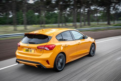 FORD_2019_FOCUS_ST_03-LOW