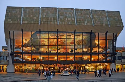 """Am 18. November 2016 gibt das Gewandhausorchester anlässlich des Jubiläums """"100 Jahre Gewandhausorchester auf Tournee"""" ein Festkonzert im Gewandhaus zu Leipzig"""