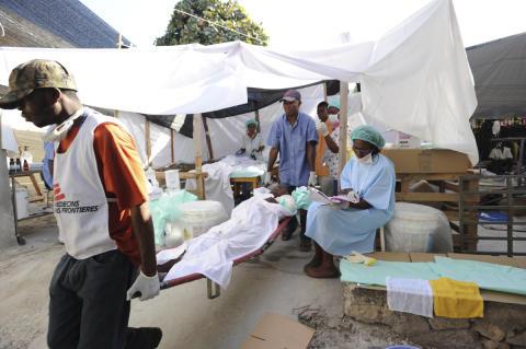 2: Läkare Utan Gränser behandlar skadade i jordbävningen på Haiti