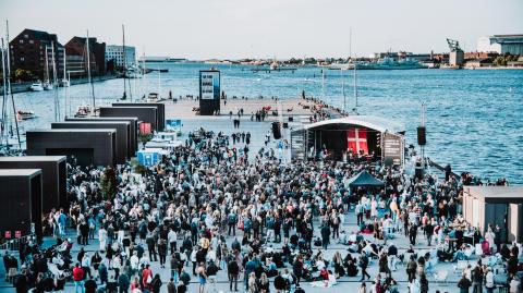 Midsommeren fejres på Ofelia Plads med et stjernespækket program