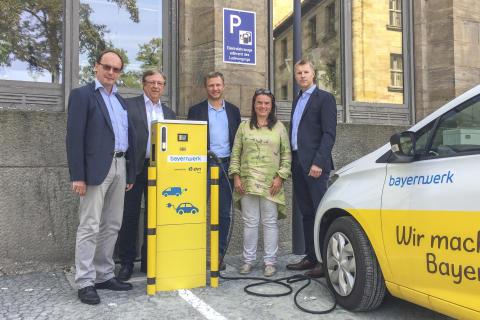 Neue E-Ladesäule für Bayreuth - Stadt macht mit Unterstützung des Bayernwerks e-mobil