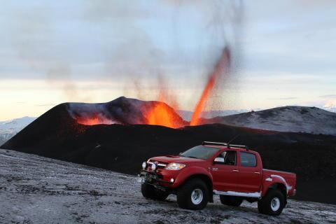 Extremt stryktåliga Toyota Hilux klarade vulkanen som tömde luftrummet