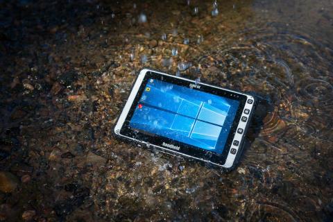 ALGIZ 8X är en stryktålig tablet som tål vatten