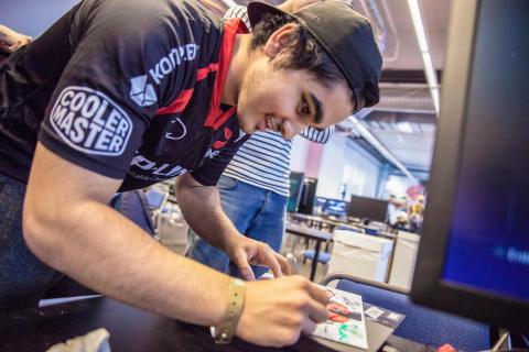 Arman Hanjani kjemper om 1.2 millioner kroner i Street Fighter verdensmesterskapet
