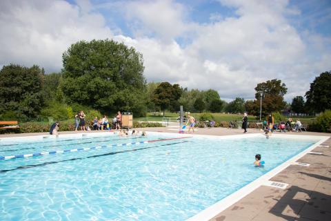 Simskola med fokus på mer än bara simning