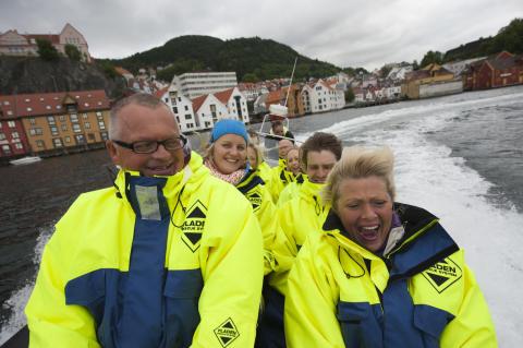Teambildung auf Norwegisch: Rafting im RIB-Boat