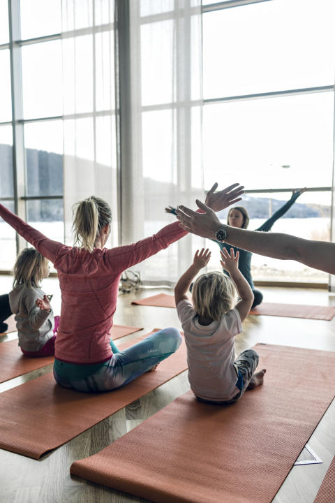 Familjeyoga på Holiday Club