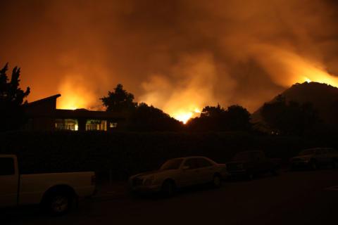 Scientologer hjälper till i kampen mot bränderna i Kalifornien.