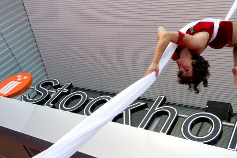 Cirkus Cirkör underhöll när den nya entrén invigdes