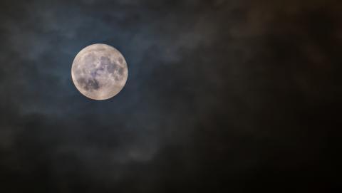 Superksiężyc - rzadkie zjawisko astronomiczne w obiektywie aparatu Sony