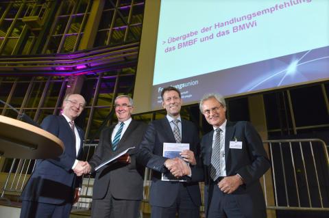 Umsetzungsforum Industrie 4.0: Deutschland bricht auf in ein neues Zeitalter der Produktion
