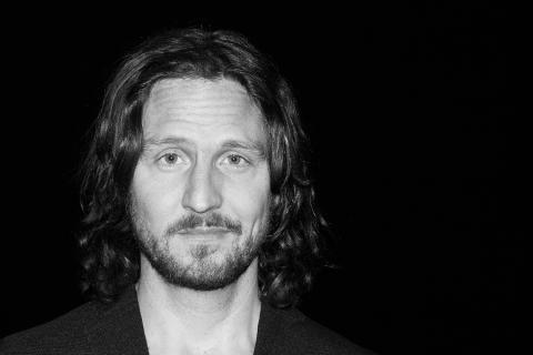 Anders Wendin a.k.a. Moneybrother ersätter Daniel Adams Ray vid utomhuskonserten fredag kväll på Textile Fashion Centers innergård