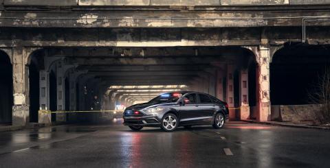 A Ford bemutatja első, kifejezetten a rendőrség és más hivatalos szervek számára készített plug-in hibrid modelljét