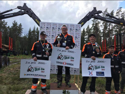 Erik Frisk från Torsta Naturbruksgymnasium hanterade stockarna bäst!