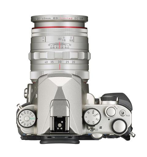 Pentax KP sølv med 20-40mm sett ovenifra