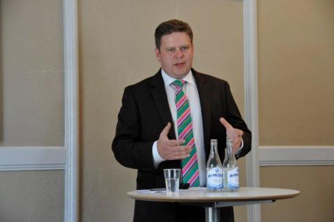 Per Ankersjö (C): upprätta en trygghetszon kring skolorna och återinför skolpoliser