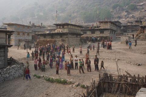 Byn Mangri. Hit kommer flickor från otillgängliga bergsbyar för att gå i skolan. Foto Elisabeth Hammarberg.
