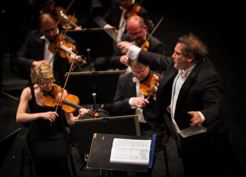 Galen skönsång, uruppförande och en hjältesymfoni på fredagens konsert med Gävle Symfoniorkester