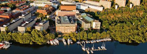 100 ungdomar vårstädar Solna Strand
