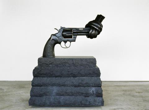 Nytt konstverk i centrum – Halmstad får sin egen knutna revolver