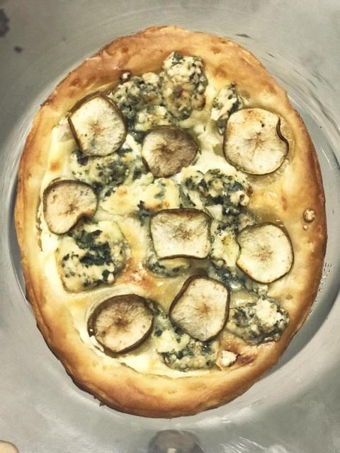 Gorgonzolapizza med päron till Spy Valley Iced Sauvignon Blanc