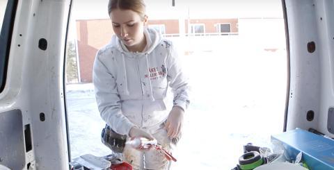 Allt fler tjejer söker sig till måleribranschen
