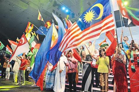 Distributors From 60 Countries Gather for Convention
