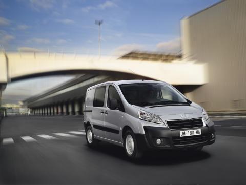 Nya, moderna Peugeot Expert kör längre på litern