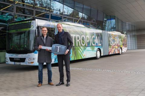 Mit Bahn und Bus ins Tropical Islands
