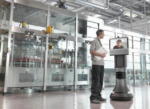 Ava 500 videokonferensrobot i lagermiljö