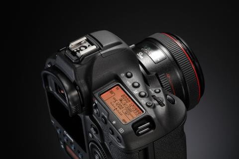 EOS 1DX_MKII EF 50mm USM BK BEAUTY 02