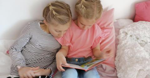 Världsbokdagen – så får du barnen att vilja läsa!