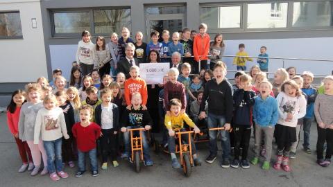 Bayernwerk spendet für die Grundschule in Marktl