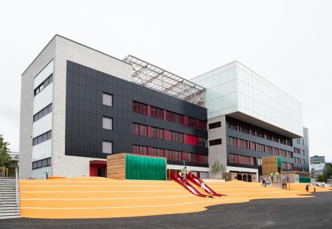 Brynseng skole, fasade mot syd med solseller