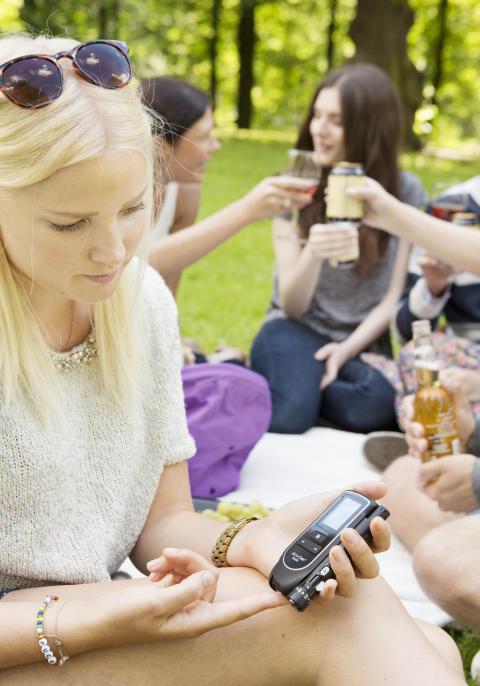 Högaktuell fara vid sommarens festivaler: Alkohol och diabetes – riskfylld kombination