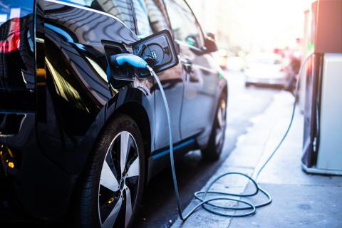 Bristande laddningsmöjligheter får oss att skippa elbil