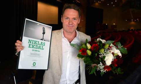 Niklas Ekdal vinnare av Suicide Zeros pris för bästa rapportering om självmord 2016