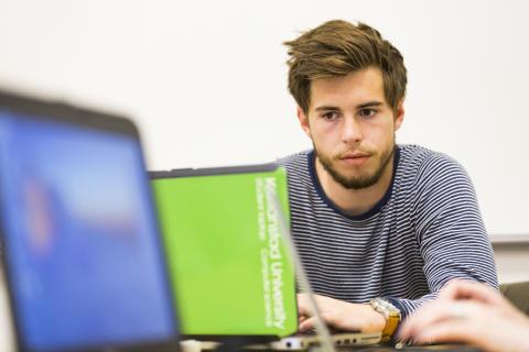 Student på Högskolan Kristianstad FRI ANVÄNDNING Foto Högskolan Kristianstad