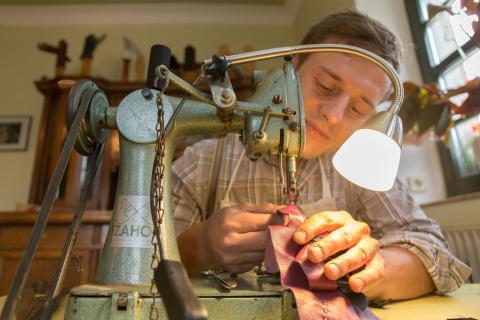 Handschuhmacher Nils Bergauer_Foto TVE_Bernd_Maerz