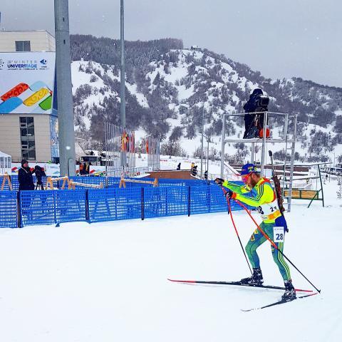Skidskytten Victor Olsson sexa på distansen i Vinteruniversiaden - studentidrottens motsvarighet till olympiska spel