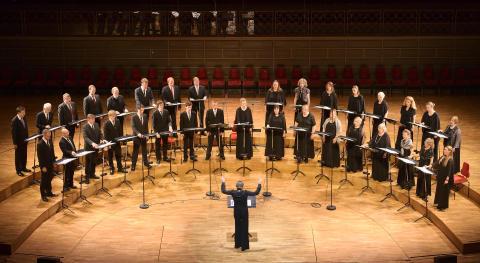Eric Ericsons Kammarkör sjunger Brahms tillsammans med Gävle Symfoniorkester