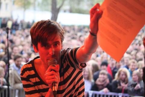 "Uppsalabandet Frantic Sunday skriver kontrakt med Ninetone Records singeln ""The Skies"" ute 4/6"