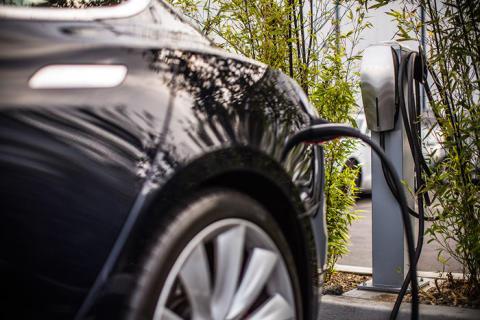 Q-Park UK teams up with Tesla Motors