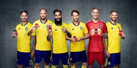 Svenska landslagsspelare illustreras på Coca-Colas burkar