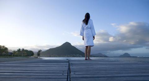 Mauritius_femme en peignoir de bain©MTPA_Bamba
