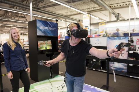 VR-glasögonen har utsetts till årets julklapp 2016