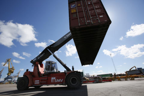 Containertruck i arbete