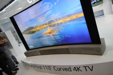 110 tuuman 4K-televisio IFA-elektroniikkamessuilla Berliinissä.