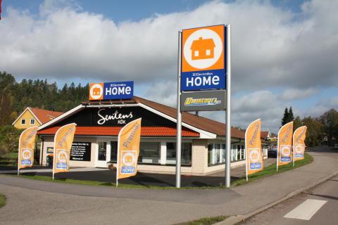 Dubbelt så stor Electrolux Home i Ullared invigdes av GeKå´s VD Boris Lennerhov och Gustav Trägårdh, Årets Kock 2010