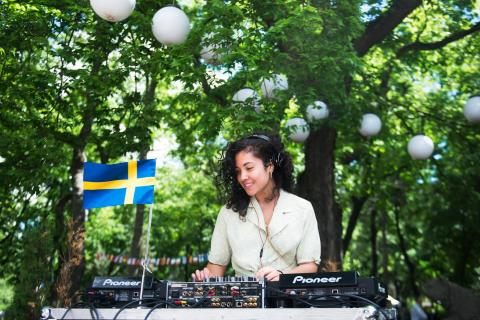 Sommarlov med poesiworkshops, DJ-skola och improvisationsteater!